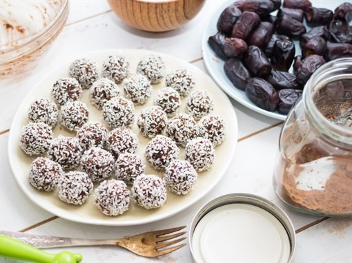 Raw Chocolate Fudge Snowballs
