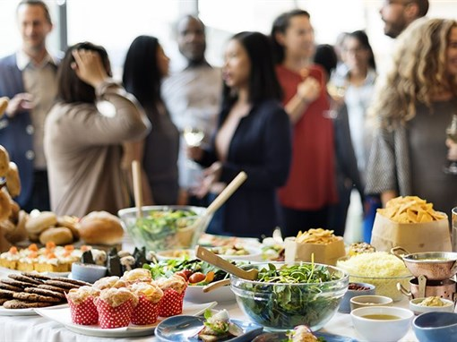 How to Enjoy Eating Out and Eating Healthy