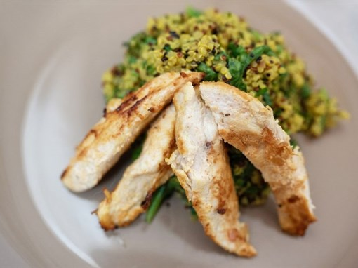 Quinoa and Spinach Pilaf with Chicken